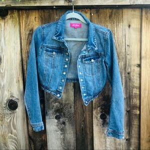 Cropped jean jacket cute fitted flattering M